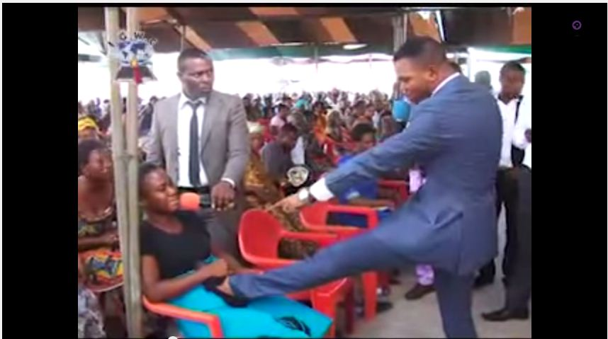 Obinim in one of his healing sessions